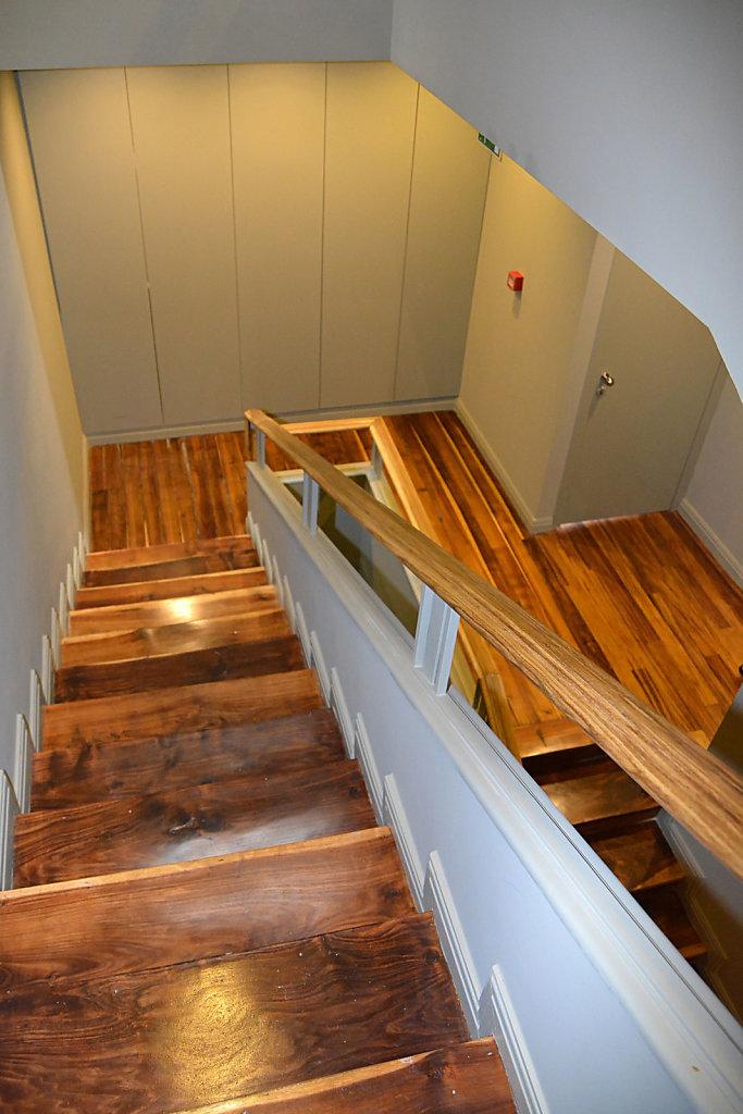 9DJoaoI-escadas.jpg